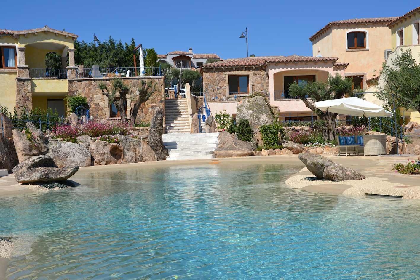 Villa tavolara for Ville di lusso sul mare