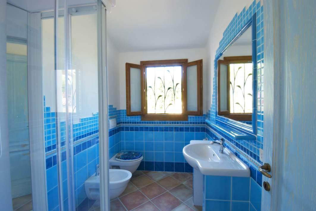 Bagno Con Piastrelle Azzurre: Foto bagno con piastrelle azzurre di francesco esposito.