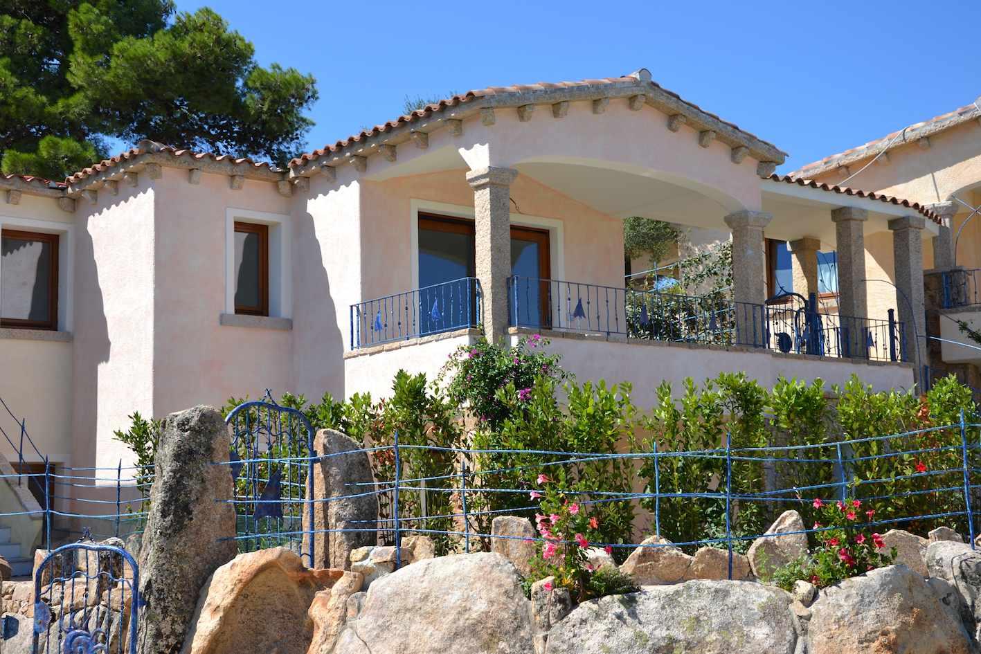 Villa tavolara for Colori per esterni villette